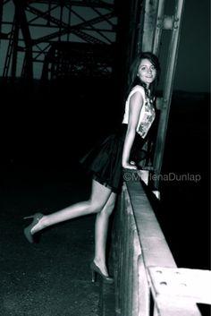 Senior pictures, black and white, posing
