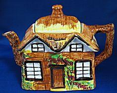Price Kensington Teapot Cottageware England Thatched