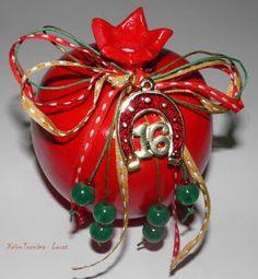 Χειροτεχνημα - Handmade: Κεραμικά ρόδια - Γούρια 2016 Lucky Charm, Flower Arrangements, Christmas Decorations, Charmed, Stone, Create, Flowers, Handmade, Gifts