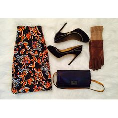 zara printed skirt  Love the color love the print~ love everything Abt this skirt ~  ordered couple different sizes and kept one fits me the best~ now I'm here to share with u  there is zip in front~ Zara Skirts