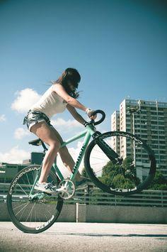 Bianchi Fixie Girls (fixed gear & singlespeed) Bicycles Love Girls… Bmx, Fixed Gear Girl, Chicks On Bikes, Fixed Gear Bicycle, Bike Photography, Urban Bike, Cycling Girls, Bicycle Girl, Bike Style