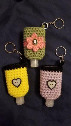 Crochet Mask, Crochet Cozy, Cute Crochet, Crochet Crafts, Crochet Projects, Crochet Designs, Crochet Patterns, Small Crochet Gifts, Kawaii Crochet