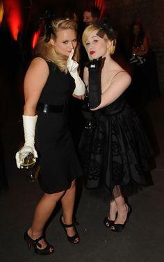 Adorable pic of Miranda Lambert and Kellie Pickler!