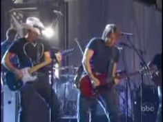 Brad Paisley and Keith Urban Trade Solos-- That's what I'm talking about....
