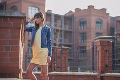 Tunika żółta tuba / Kurtka jeansowa / Więcej na www.estrela.pl / tunic, tube, dress, tracksuit, jeans, denim, jacket, spring, outdoor, look, daily, stylization, casual, sporty, woman, polish girl, sportswear, sportswoman, design