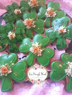 Learn how to make easy St Patricks Day Treats Kids will love - Sugar Cookies! These are super delicious desserts that wll keep everyone hapy over the festive fun! Irish Cookies, St Patrick's Day Cookies, Fancy Cookies, Iced Cookies, Cut Out Cookies, Easter Cookies, Custom Cookies, Sugar Cookies, Cookies Et Biscuits