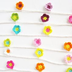 A free crochet pattern and tutorial! Make this pretty flower garland with the end of your yarn stash! thanks so xoxo