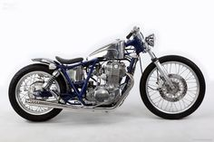 The Yamaha chassis and engines have served as a popular basis for many café racers, street trackers and even bobbers. Our Japanese Cafe Racer Helmet, Cafe Racer Girl, Cafe Racer Bikes, Cafe Racer Motorcycle, Motorcycle Art, Motorcycle Quotes, Women Motorcycle, Cool Motorcycles, Triumph Motorcycles