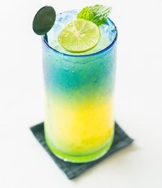 Try this Italian cocktail drink 🍹 Italian Cocktails, Cocktail Drinks, Best Mocktails, Healthy Fruits, Milk Tea, Non Alcoholic, Free Photos, Lemon, Ethnic Recipes