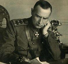 Кначалу XX века золотой запас России был одним из самых крупных в мире.В 1918 году верховный правитель России, Александр Колчак, стал хранителем 490тонн золотых слитков.