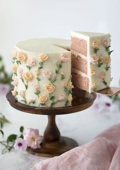 A moist strawberry cake with a kiss of lemon covered in delicate buttercream flowers. - Tasty - A moist strawberry cake with a kiss of lemon covered in delicate buttercream flowers. Pretty Birthday Cakes, Pretty Cakes, Cute Cakes, Fancy Cakes, Beautiful Cakes, Amazing Cakes, Flower Birthday Cakes, Cake Birthday, Buttercream Birthday Cake