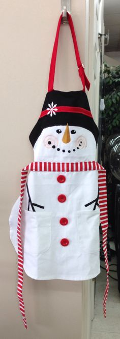 Apron - I need one in my size! Snowman Crafts, Christmas Projects, Christmas Crafts, Christmas Aprons, Christmas Sewing, Sewing Hacks, Sewing Crafts, Sewing Projects, Sewing Aprons