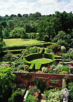 """Sissinghurst is one of the outstanding gardens of the world, created by Vita Sackville-West and Sir Harold Nicolson between the surviving parts of an Elizabethan mansion. It is a romantic garden with seasonal features throughout the year in a structure of """"outdoor rooms"""" within the garden. (Lucas and Randall )"""
