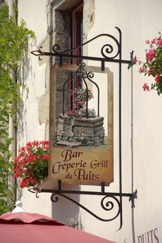 Sign Bar/Grill/Créperie du Puits in France.