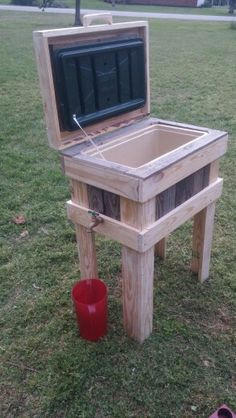 Cooler Table With Spigot Drain Made From Pallets