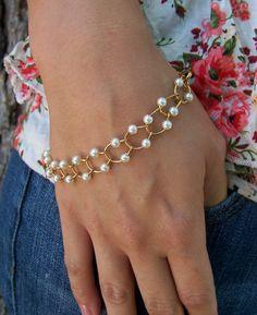 Horseshoe Link Chain Pearl Bracelet Free Shipping by kasual2klassy, $21.00