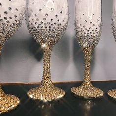 Alcohol Aesthetic, Rhinestone Crafts, Glitter Wine Glasses, Glass Photo, Buisness, Business Ideas, Bridesmaid Gifts, Tumblers, Bling