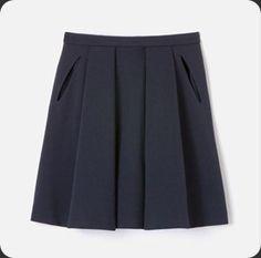 La jupe bleu marine Lacoste, coup de coeur de la saison