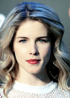 Emily Bett Rickards is gorgeous ❤️ Arrow Felicity, Felicity Smoak, Emily Bett Rickards, My Beauty, Hair Beauty, Nia Long, Let Your Hair Down, Hollywood Celebrities, Down Hairstyles