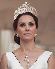 HRH The Duchess of Cambridge attending a British ambassador to Poland's residence in honour of Her Majesty The Queen birthday 2017 (this is… Royal Crowns, Royal Tiaras, Crown Royal, Estilo Kate Middleton, Kate Middleton Style, Prince William And Catherine, William Kate, Herzogin Von Cambridge, Princesa Kate Middleton