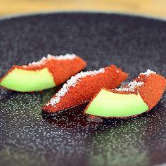 "Simplicity is not simple: ""Avocado und Tomate"" im Ikarus in Salzburg #sternefresser #photooftheday #picoftheday #theartofplating #GastroArt #cuisineart #instagood #instafood #foodspotting #foodieheaven #foodstagram #food #foodie #foodgasm #foodpics #foodporn #michelin #onestar #threestars by sternefresser"