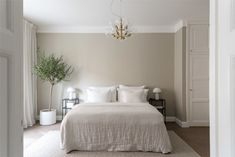 Bedroom Upgrade, Beige Room, Beige Living Rooms, Beige Walls Bedroom, Small Room Bedroom, Small Bedroom, Bedroom Color Schemes, Beige Wall Colors, Bedroom Inspiration White