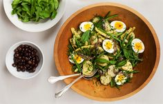 If this sounds like a pared-down salade niçoise, it is Make a bold vinaigrette that is unapologetically fragrant with garlic and anchovy Boil medium-size potatoes in their skins