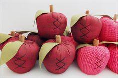 Frutas feitas em tecido de algodão;tomate,morango,abóbora e maçã.