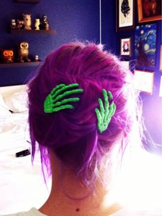 green zombie hands hair clips