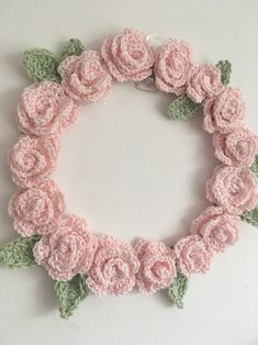 Crochet Wreath (free patterns) – The Crafty Mummy I am a big fan of wreaths! I dream of having giant crochet flowers wreath up on my front door, but due to rather limited time. I made this for my craft room wall:) small steps ha! I was inspired b… Diy Crochet Rose, Crochet Wreath, Crochet Puff Flower, Crochet Flower Patterns, Easy Crochet, Crochet Flowers, Knitting Patterns, Crochet Stars, Flower Diy