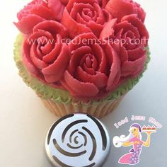 Our most popular Instant Flower Nozzle, the Thin Rose! Like all our High Quality Stainless Steel Nozzles, this fantastic nozzle can be used with Buttercream and Royal Icing. Simply snip off the end of a disposable piping bag and push the nozzle in until firm. Then fill with buttercream or Royal Icing and pipe onto […]
