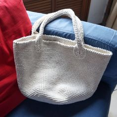 Can you single crochet? There you go! Grab your crochet hook and cotton yarn, and make this bag for your groceries or crafts (in Spanish).