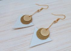 Triangle earrings white and gold leather: earrings by . Paper Earrings, Diy Earrings, Polymer Clay Earrings, Leather Earrings, Leather Jewelry, Old Jewelry, Beaded Jewelry, Jewelry Making, Jewellery