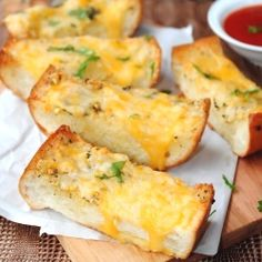 """""""best garlic bread ever"""" i should never have pinned this"""