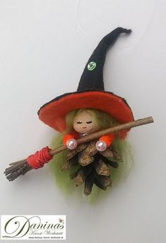 Make simple ✄ Simple Crafts. Fairy-tale character made of small pine cones. Handmade witch Hella by Christmas Crafts For Adults, Christmas Activities For Kids, Homemade Christmas Tree, Felt Crafts, Halloween Crafts, Holiday Crafts, Christmas Diy, Christmas Ornaments, Pine Cone Art