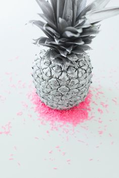 COLOR | silver pineapple