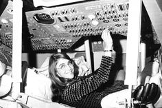 Margaret Hamilton in the pictured with Nasa equipment, was the lead software developer for NASA's Apollo moon missions. Margaret Hamilton, Apollo Moon Missions, Apollo 11 Moon Landing, Michael Collins, Neil Armstrong, Gender Pay Gap, Buzz Aldrin, Man On The Moon, Space Program