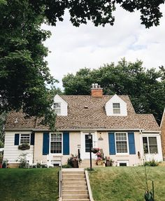 """oldfarmhouse: """"・・・""""This house reminds me of a quaint summer house on the lake. Such a relaxing vibe. Adding color to the front door or shutters can give it so much life. Also include flower pots…lots of them #myhousecrushmonday #summerdays"""" """""""