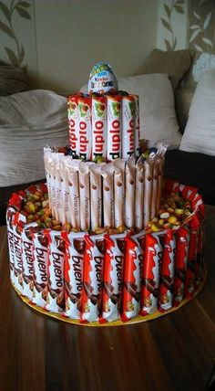 Candy cake a large, a medium and a small shape made of cardboard … – Children's ideas Candy Birthday Cakes, Candy Cakes, Diy Birthday, Birthday Gifts, Diy Presents, Diy Gifts, Decoration Buffet, Candy Bouquet, Favorite Candy