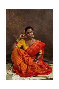 Indian Photoshoot, Saree Photoshoot, Dark Skin Models, Saree Wearing Styles, Indian Illustration, Indian Aesthetic, Saree Poses, Village Girl, Best Photo Poses