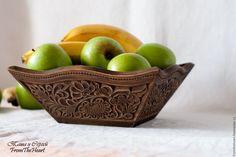 """Купить """"Пряничная"""" деревянная резная фруктовница/ сухарница/ конфетница Кухня - белый, желтый, зеленый, коричневый"""