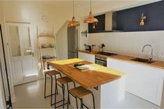 Gorgeous little kitchen, bright and simple!