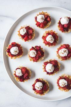 mini cranberry apple tarts - from @jellytoastboard