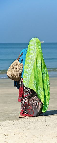 Beach Hawker - Goa, India Haveli India, Goa India, Best Places To Travel, Cool Places To Visit, India Decor, Amazing India, Visit India, Most Beautiful Cities, People Of The World