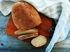 Antipastaa: Vaalea viljaton, hiivaton ja pähkinätön leipä (vil...