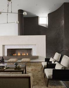 habillage de cheminée en granit blanc dans le salon moderne avec peinture murale en noir et blanc