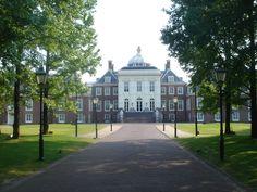 huis ten bosch - ค้นหาด้วย Google Nagasaki, Queen Maxima, Netherlands, Holland, Dutch, Royalty, Villa, Around The Worlds, Mansions