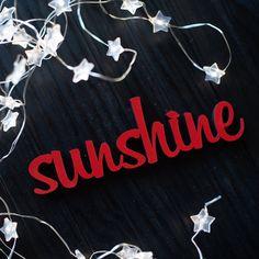 """Der 3D Schriftzug """"Sunshine"""" – ein ganz individuelles Geschenk für einen besonderen Menschen in Deinem Leben, ein persönliches Dekorationsstatement oder einfach ein schöner Spruch. Statements, Wooden Signs, Decorative Items, Unique Gifts, Neon Signs, Etsy Shop, 3d, Frame, Creative"""