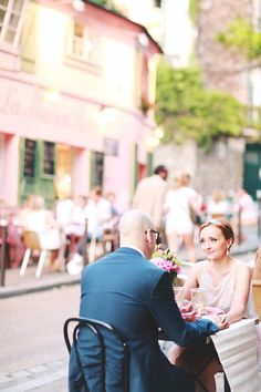 Paris cafe elopement inspiration | Photo by Olga Thomas of Chic Wedding Day