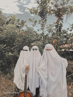 Ghost Photography, Girl Photography Poses, Photography Editing, Iphone Wallpaper Images, Cute Anime Wallpaper, Aesthetic Themes, Aesthetic Pictures, Best Friend Goals, Best Friends